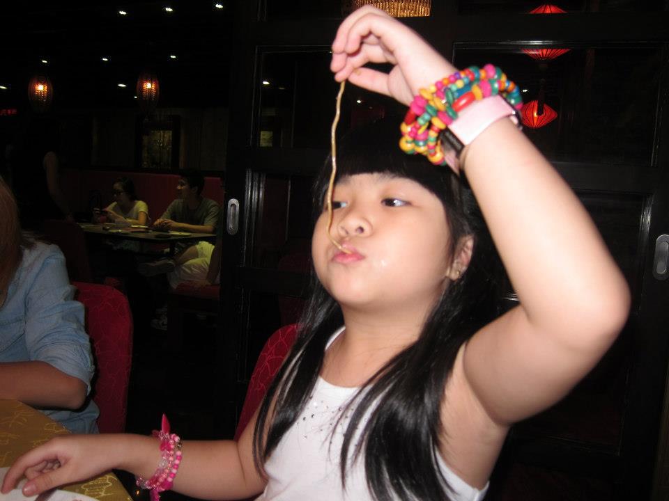 18france-eating-my-birthday-pancit