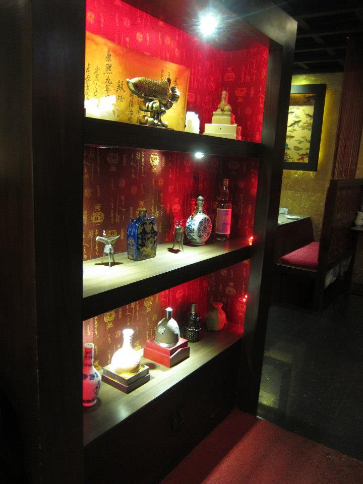 22kao-chi-restaurant-front-decorations
