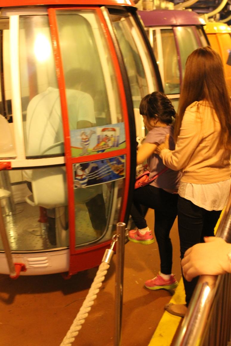 23ocean-park-hong-kong-cable-car-going-back