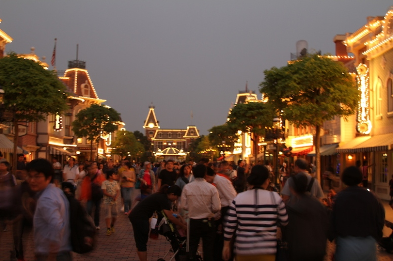 29mandatory hongkong disneyland photo
