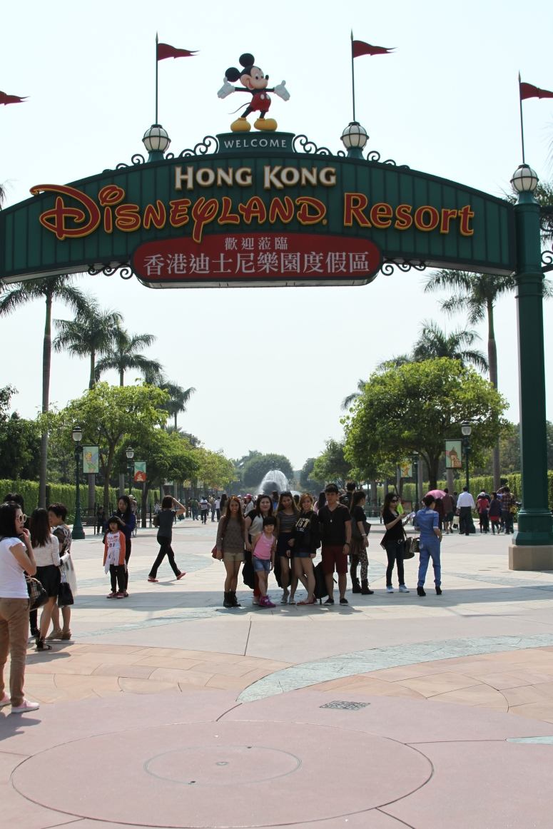 9welcome to hong kong disneyland